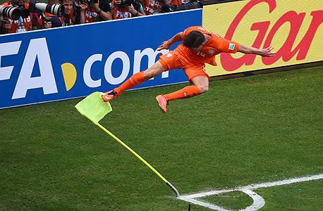 קלאס יאן הונטלאר חוגג שער ניצחון לנבחרת הולנד. הנבחרות האיכותיות משתמשות במחליפים שלהן כדי לנצח, צילום: אימג