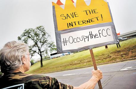 מפגינה למען ניטרליות הרשת, וושינגטון