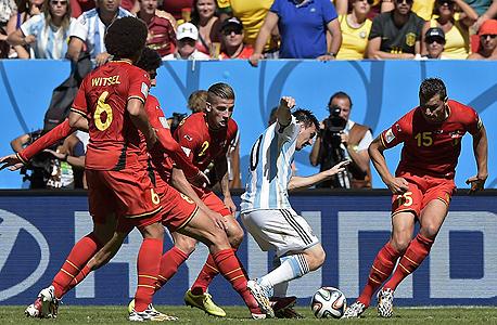מרוואן פלאייני ו אקסל ויסטל מסי נבחרת בלגיה ארגנטינה, צילום: איי אף פי