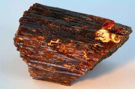 פיינייט. רק מספר קטן של אבנים מתאים לליטוש