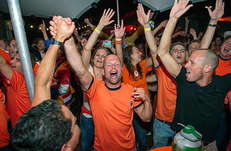 הנבחרת עשויה להחזיר את האמון של ההולנדים בכלכלת המדינה