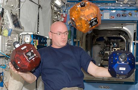 טלפון אנדרואיד יפעיל את הרובוטים של תחנת החלל הבינלאומית