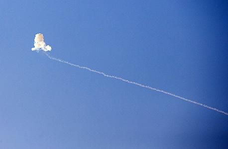 """צה""""ל נסוג, חמאס יורה: 95 רקטות שוגרו היום"""