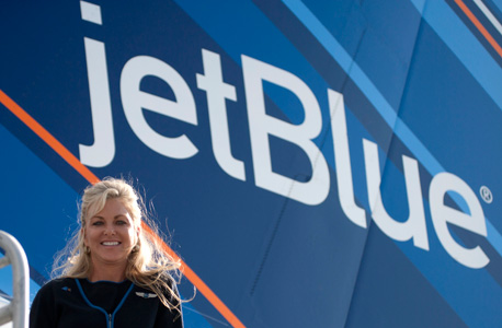 חברות תעופה מפנקות ג'ט בלו איירליינס, צילום: בלומברג