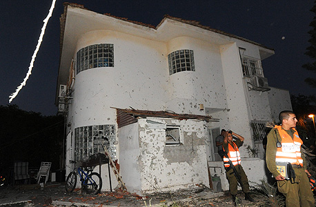 פגיעה בבית בבאר שבע, צילום: חיים הורנשטיין