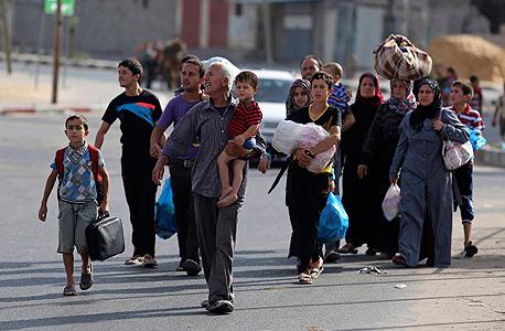 פלסטינים מתפנים מצפון רצועת עזה, בשבוע שעבר
