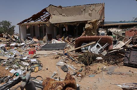 פגיעה בבית בבאר שבע, צילום: עמית שעל
