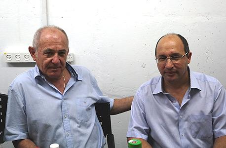 """אבי ניסנקורן (מימין) יו""""ר ההסתדרות צביקה אורן נשיא התאחדות התעשיינים, צילום: דובר ההסתדרות"""