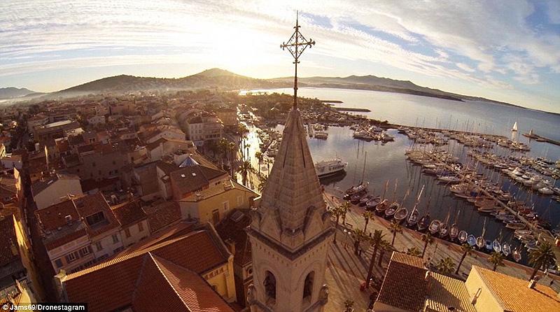 העיירה סאנארי בצרפת. מקום שני בבחירת הקהל