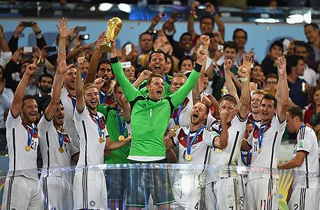 נבחרת גרמניה חוגגת זכייה במונדיאל, צילום: אימג