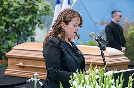 דנה עזריאלי הלוויה של דוד עזריאלי, צילום: לם וליץ סטודיו