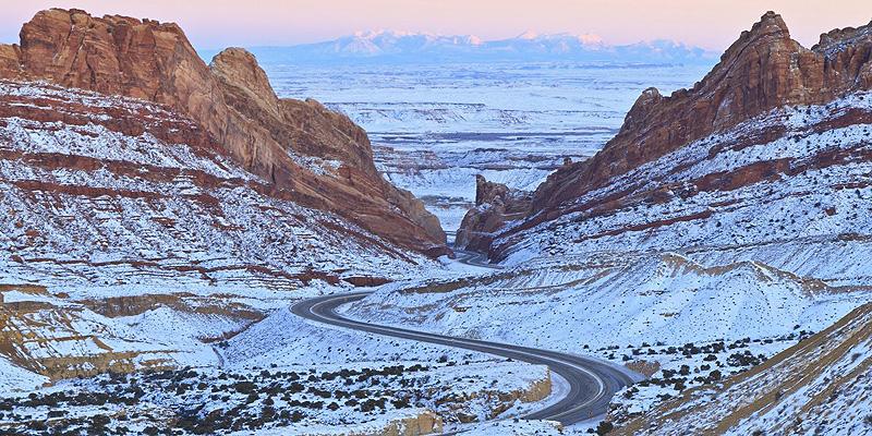 כביש החוצה את יוטה. שיא היופי שלו בחורף