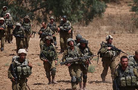 """חיילים במהלך מבצע צוק איתן. הצבא לא מספק את הצרכים הבסיסיים, צילום: דו""""צ"""