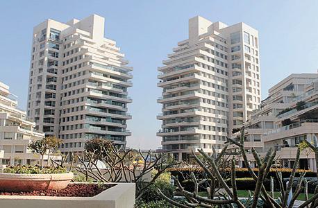 פרויקט סביוני רמת אביב, היכן שעמד מלון רמת אביב. גביית יתר של 60 מיליון שקל