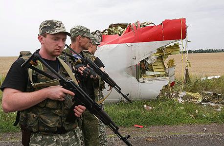 שרידי המטוס של מלזיה איירליינס שהתרסק באוקראינה, צילום: אי פי איי