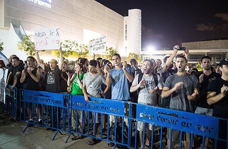 הפגנת שמאל בכיכר הבימה בתל אביב לפני שבועיים