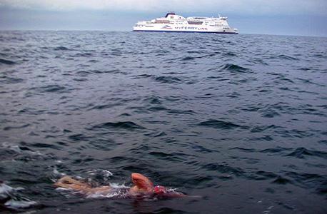 שרה מארלי צולחת את תעלת לה-מאנש, צילום: בלומברג