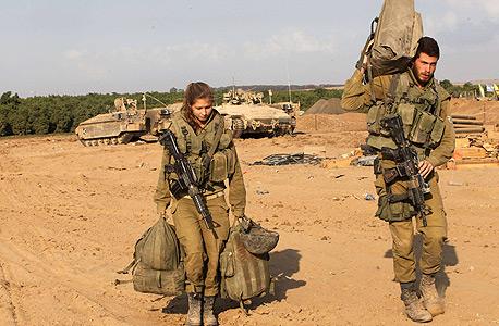 """חיילי צה""""ל ב""""צוק איתן"""", צילום: איי אף פי"""