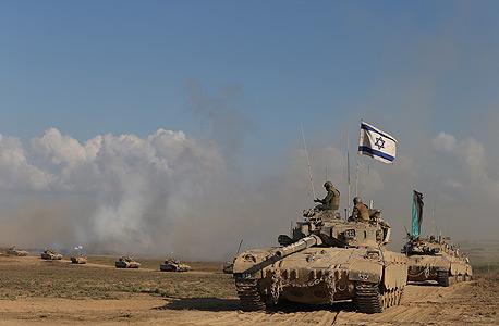 """טנק של צה""""ל בדרכו מעזה לשטח ישראל בשבוע שעבר"""