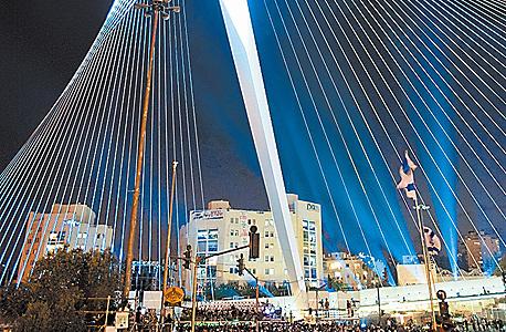 גשר המיתרים בכניסה לירושלים, צילום: יואב גלאי