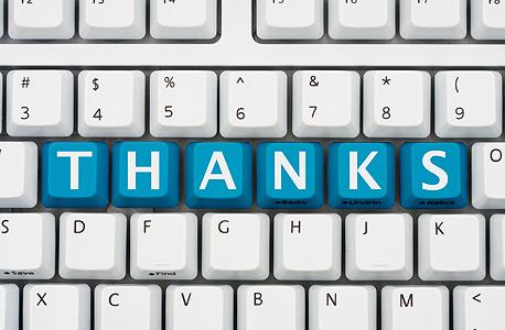 """כשמפעילי ויקיפדיה הוסיפו כפתור """"תודה"""" בעמוד הגרסאות הקודמות של ערכים, היו שטענו שאלה גינונים שמתאימים יותר לפייסבוק. אך האין קהילות כמו ויקיפדיה תלויות בקשרים חברתיים, שנימוסים הם מרכיב חיוני בהם?"""