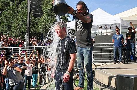 """אתגר """"דלי הקרח"""" מתרחב – 13 מיליון דולר כבר גויסו לחולי ALS"""