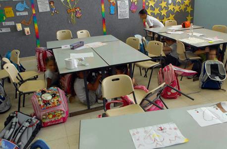 ילדים בבית ספר בשדרות מתרגלים אזעקה