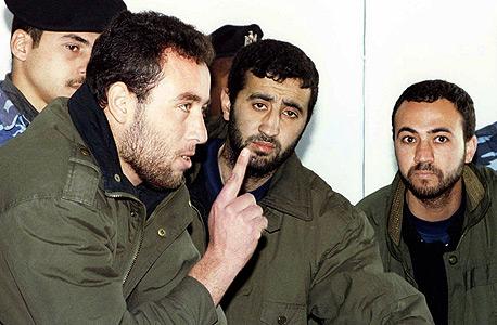 משמאל: ראאד אל-עטאר ולצדו מוחמד אבו שמאלה ב-1999 החמאס חמאס עזה צוק איתן חיסולים , צילום: SUHAIB SALEM