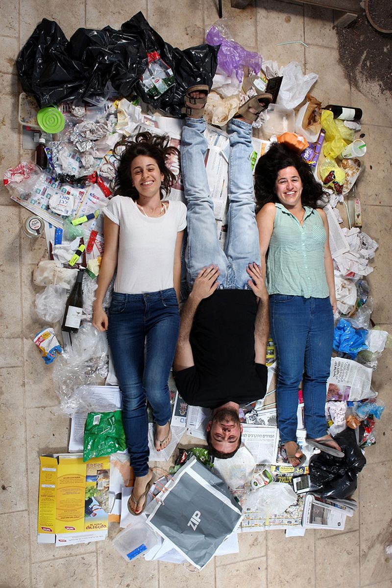 """""""מכל המרקרים והדפים אפשר להבין שאנחנו סטודנטים"""", צילום: עמית שעל"""