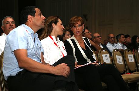 """מנכ""""לית לאומי רקפת רוסק עמינח (מימין) ועורכת כלכליסט גלית חמי, צילום: נמרוד גליקמן"""