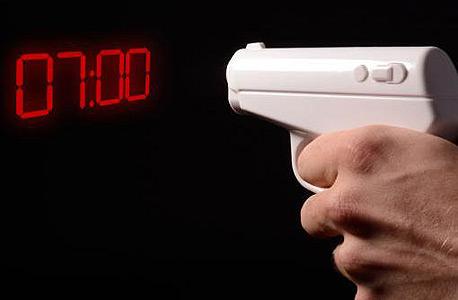 אקדח-בונד. אם קמתם ומולכם ניצב נבל בונד אמיתי, יש מצב שאתם צריכים אקדח מסוג אחר