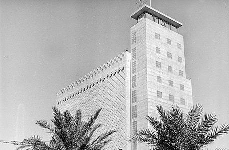 המבנה של ממגורות דגון ב־1959. החוזה עמה הוארך עד 2021