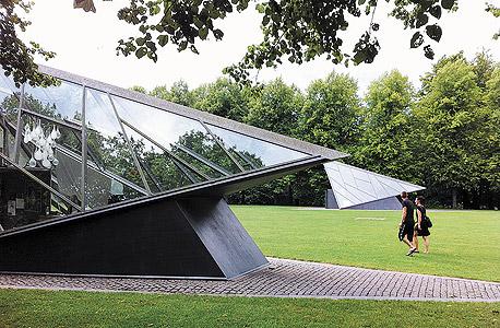 מבני זכוכית בפארק סונדרמארקן. חופש הדיווש מפיח בעיר נעורים שאינם תלויים בגיל