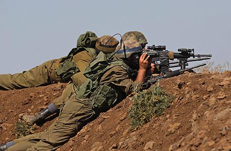 """חיילי צה""""ל על גבול סוריה ברמת הגולן, צילום: אי פי איי"""