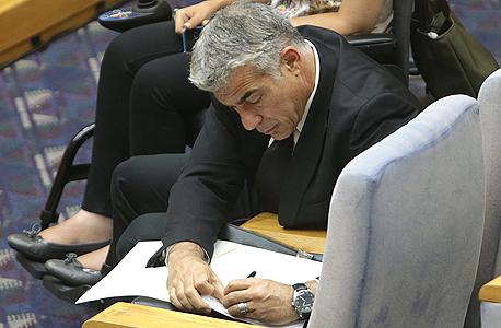 יאיר לפיד שר האוצר, צילום: אלכס קולומויסקי