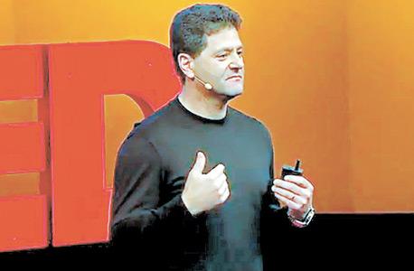 הנאואר מרצה בכנס TED. חברת הכנסים לא העלתה את ההרצאה הראשונה שלו לאתר שלה, אבל היא הפכה ללהיט ביוטיוב