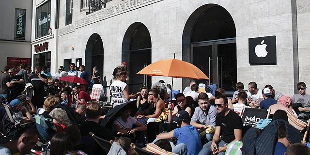 תור מחוץ לחנות אפל, שצולם ביום השקת האייפון 6