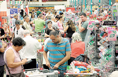 קניות לפני ראש השנה סניף רמי לוי בני ברק, צילום: עמית שעל