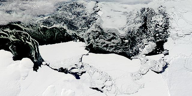 תצלום לווין של ניתוק קרחון מהיבשת, צילום: NASA, Flickr