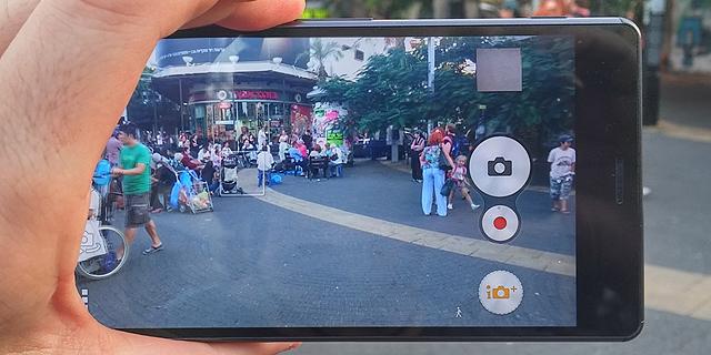 מצלמת סוני. גם יצרניות מתחרות בחרו בחיישני החברה, צילום: ניצן סדן