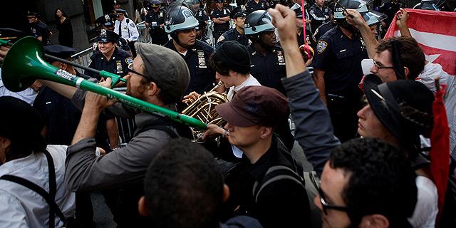 """הפגנות תנועת Occupy בארצות הברית. """"להאשים את הבנקאים זה להאשים את הסימפטומים, לא את הסיבה"""", צילום: בלומברג"""