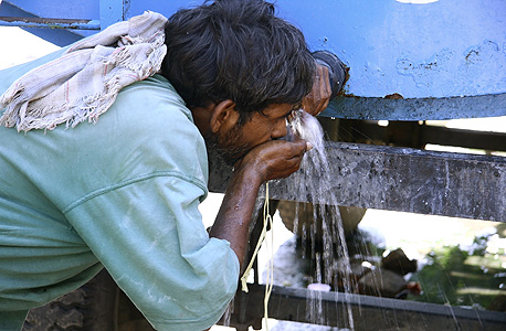 Drinking water in India (illusration). Photo: Shutterstock