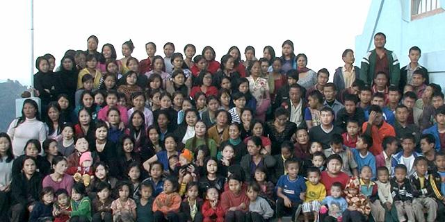 צילום משפחתי של המשפחה הגדולה בעולם, קרדיט: wildfilmsindia.com