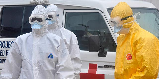 מטפלים באבולה. בעיקר בסיירה ליאון וליבריה , צילום: רויטרס