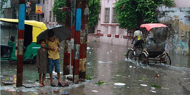 מונסון ברחובות הודו, צילום: Eleanor Marriott
