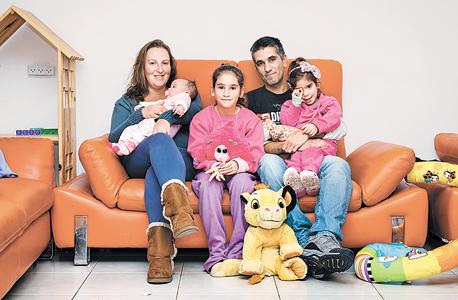 משפחת בוקובזה: יניב (33), ענת (33), מעיין (8), עלמה (4), איילה (1)
