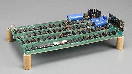 אפל מחשב ראשון אפל-1 מכירה פומבית סטיב ג'ובס סטיב ווזניאק