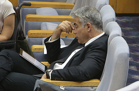 יאיר לפיד שר האוצר בכנסת, צילום: אלכס קולומויסקי