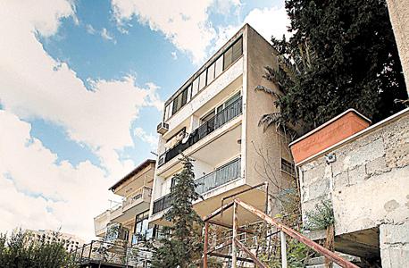 הבניין ברחוב הסביונים 6 בחיפה. קומת מרתף בגובה 2.3 מטר