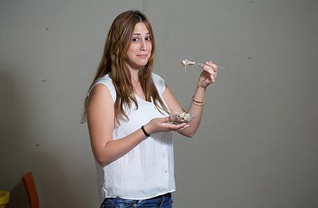 """רותם סקוזה, שונאת לערבב אוכל. """"בילדות צחקו שאכלתי בכמה צלחות נפרדות. אני עדיין עושה את זה"""""""